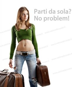 giovane-turista-con-due-valigie