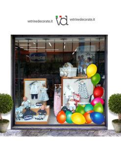 Vetrina con Decorazione-angolare-con-palloncini-colorati