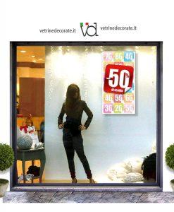 vetrina con pendente con bollino percentuale sconto del -50%