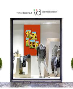 vetrina con scritta saldi su immagine di girasoli