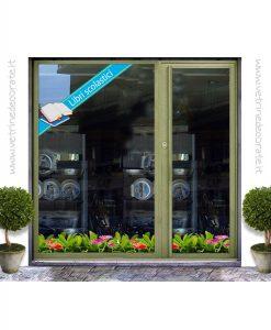 vetrina con fascia celeste con due libri e scritta libri scolastici