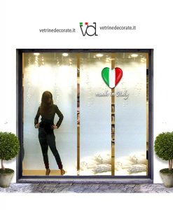 vetrina con cuore tricolore effetto 3d