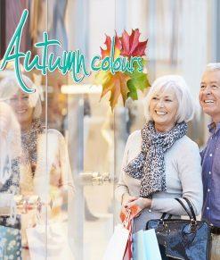 vetrina con scritta autumn colours