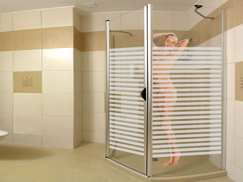 Cabina doccia con decorazione sabbiata con fasce fine for Adesivi per piastrelle doccia