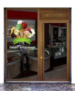 Vetrina gelateria con tre coni