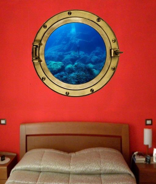 Oblò murale nella parete della stanza da letto