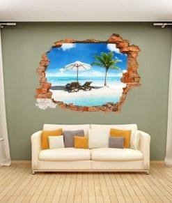 spiaggia tropicale con palma dietro un buco nella parete del soggiorno