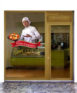 Vetrina con pizzaiolo con scritta pizza d'asporto