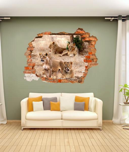 leoni dietro il buco nella parete del soggiorno