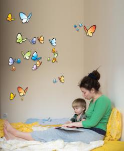 parete con farfalle colorate