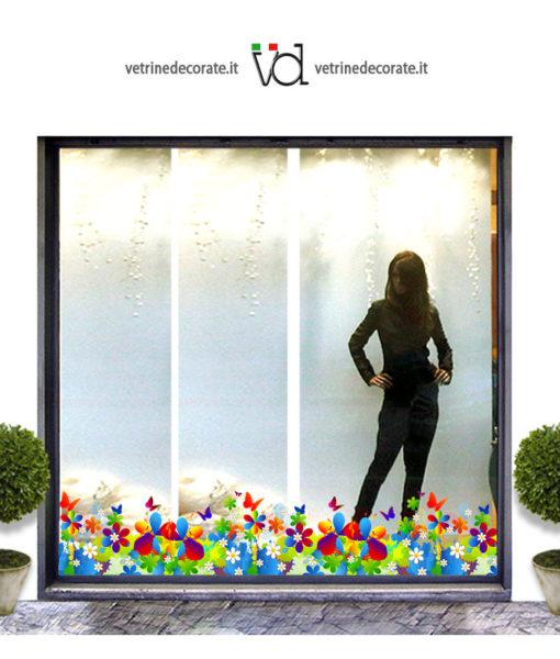 Vetrina con decorazione modulare con fiori e farfalle