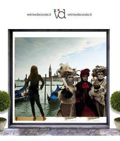 Vetrina con maschere del carnevale di Venezia