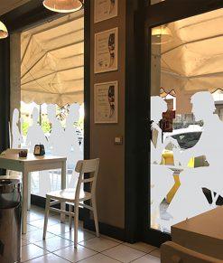 decorazione clienti in vinile sabbiato vista dall'interno del locale